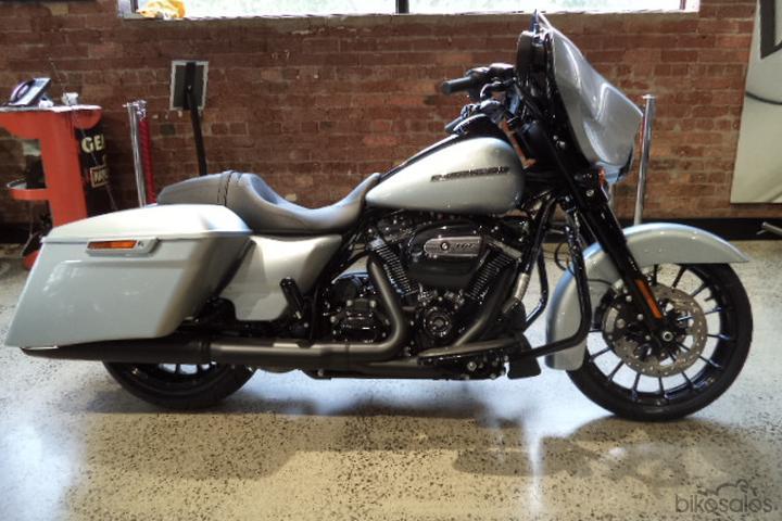 Harley-Davidson Street Glide Special 114 (FLHXS) Motorcycles