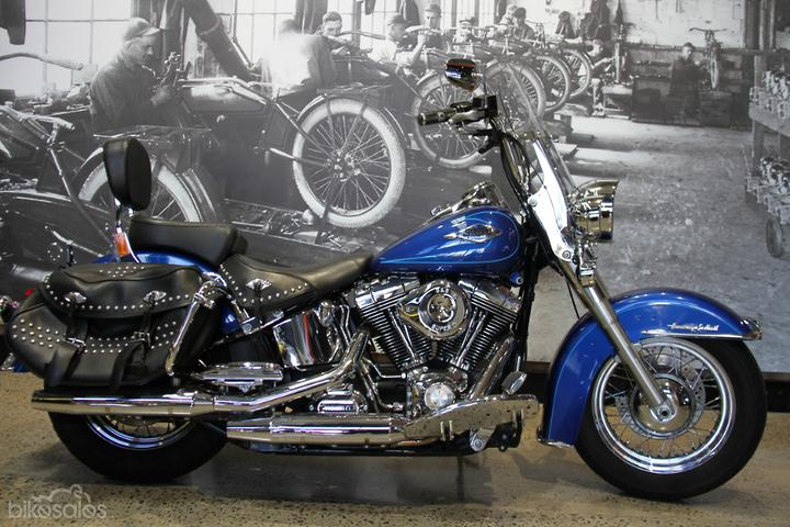 Harley-Davidson Heritage Softail Classic 1584 (FLSTC) Motorcycles